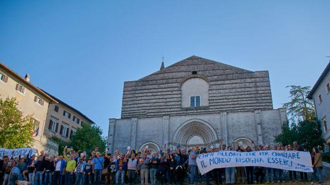 Flashmob, iostoconfabiola, Todi dice NO a trasferimento della bibliotecaria