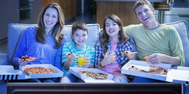 Repas devant la télé : pourquoi c'est dangereux pour vos enfants