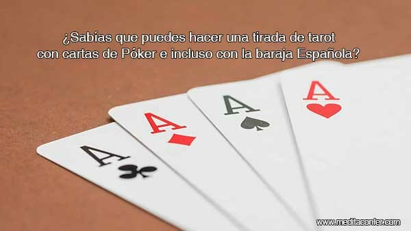 Tirada de Tarot con cartas de juego.