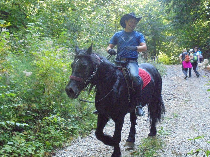 Na putu smo susreli konjanike.....ali ne iz 13. stoljeća