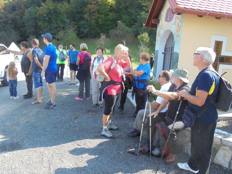 Okupljanje planinara prije polaska na utvrdu...
