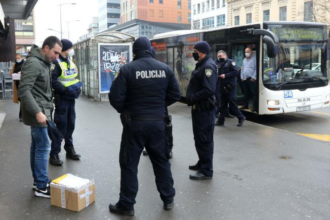 Autobus je stao jer putnik nije htio staviti masku