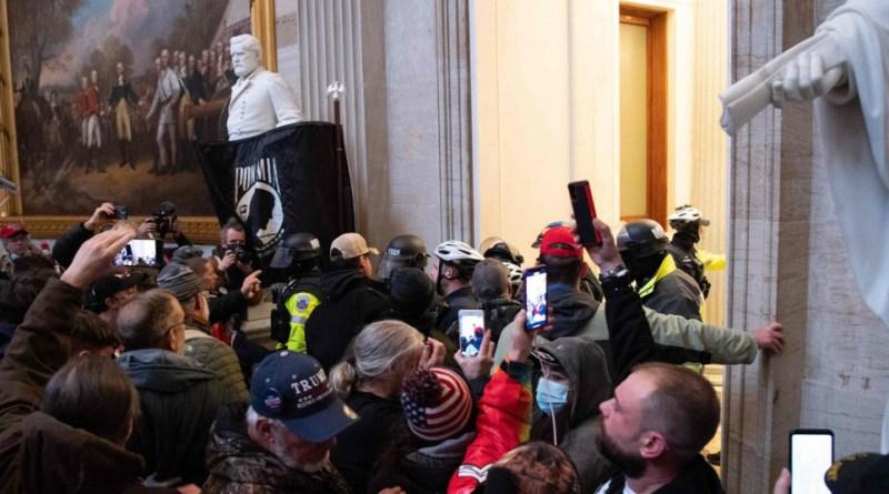 Trump gomilu prvo nahuškao da krenu prema Capitol Hillu. a zatim tobože pozvao na mir
