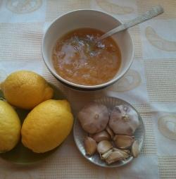 Смесь лимона и чеснока