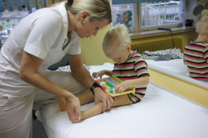 Реабілітація при ДЦП: масаж, ЛФК, Войта і Бобат-терапія