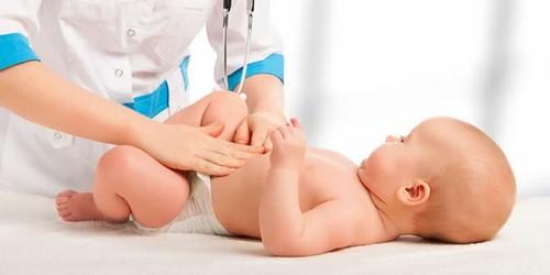 Лечение запоров у грудных детей
