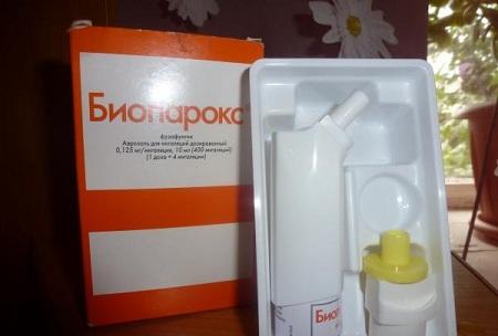 Часто используют местные антибактериальные средства, например, Биопарокс