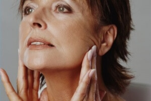 Препараты из аптеки помогут ухаживать за кожей лица