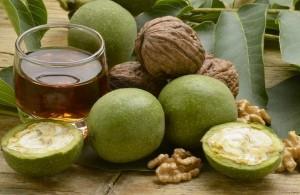 зеленые грецкие орехи вместе с медом