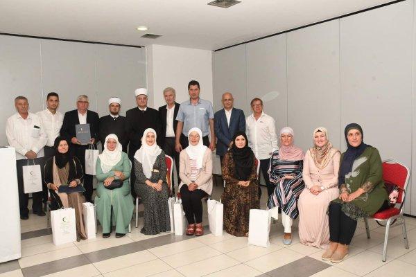 Promovirana grupa odraslih polaznika tečaja islama i kur'anskog pisma