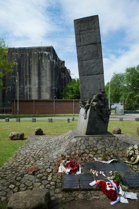 Vandalen besmeuren monument bij Bunker Valentin in Bremen
