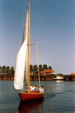 1985 Akka Diverse tochtjes