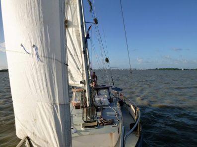 Net genoeg wind om tegen de stroom op te varen