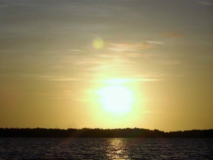 25 De zon gaat onder op Bigi Pan