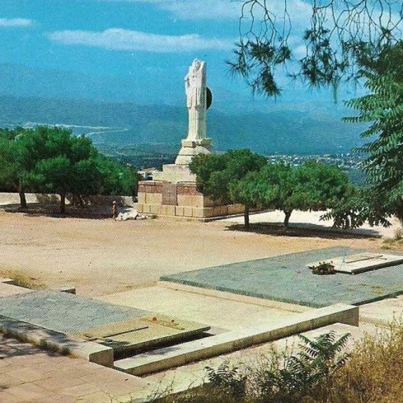 Venzilos Graves Chania - the lost Eleftheria statue