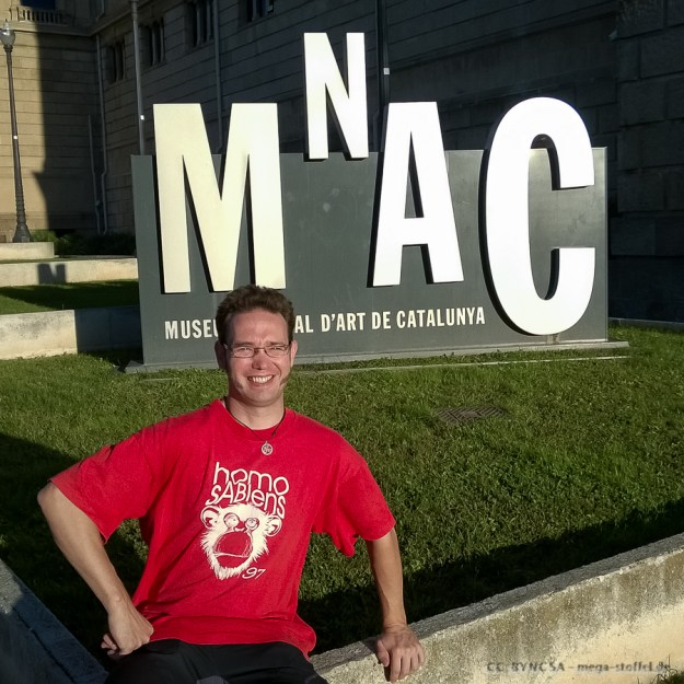 ins MNAC mit homo sABIens T-Shirt