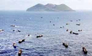サンゴ沖縄でなく小笠原