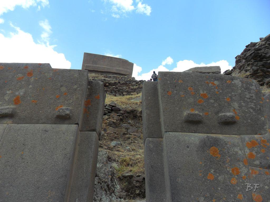 Ollantaytambo b Mura Megalitiche Poligonali Peru