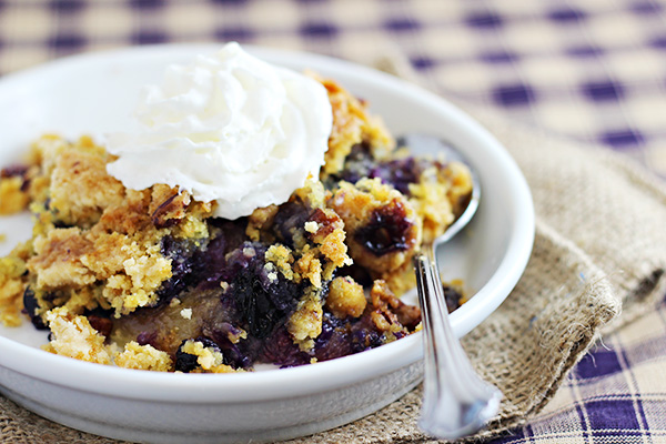 Blueberry Crunch Dump Cake - Simple Summer Desserts - 5 Things to make this summer to satisfy your sweet tooth but not spend hours in the kitchen!
