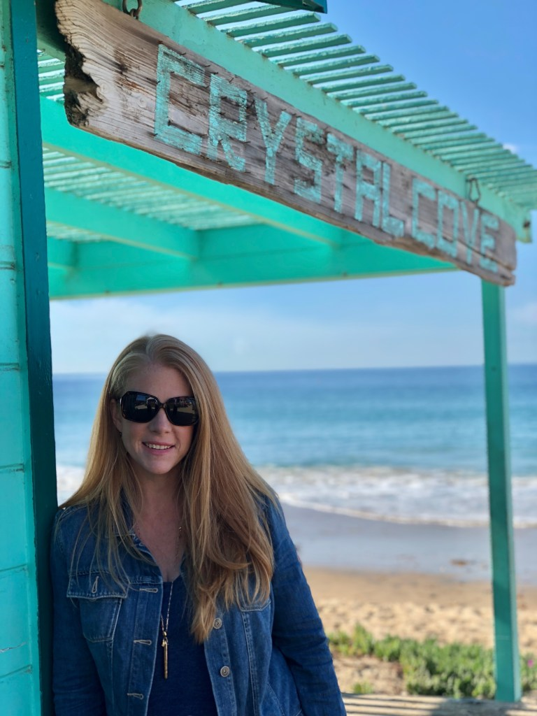 The Beachcomber at Crystal Cove is one of Orange County's gems. Nestled between a handful of historic beach cottages, this cafe serves food all day and offers a full bar. Food and cocktails against a gorgeous backdrop. One of Orange County's most visited spots