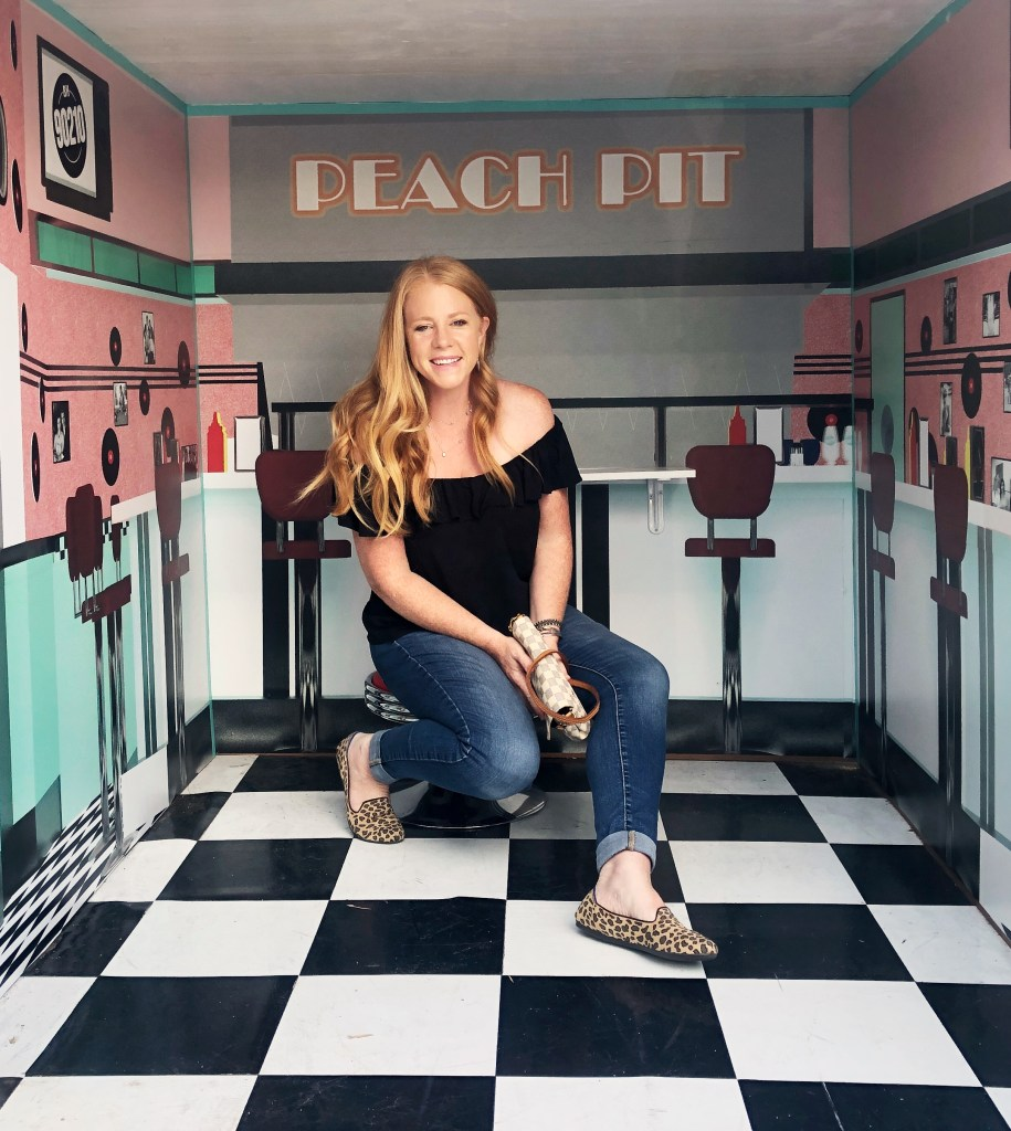 Peach Pit Pop Up Los Angeles California - In honor of the BH90210 reboot, we visited the Peach Pit Pop Up Restaurant for a megaburger and tots and