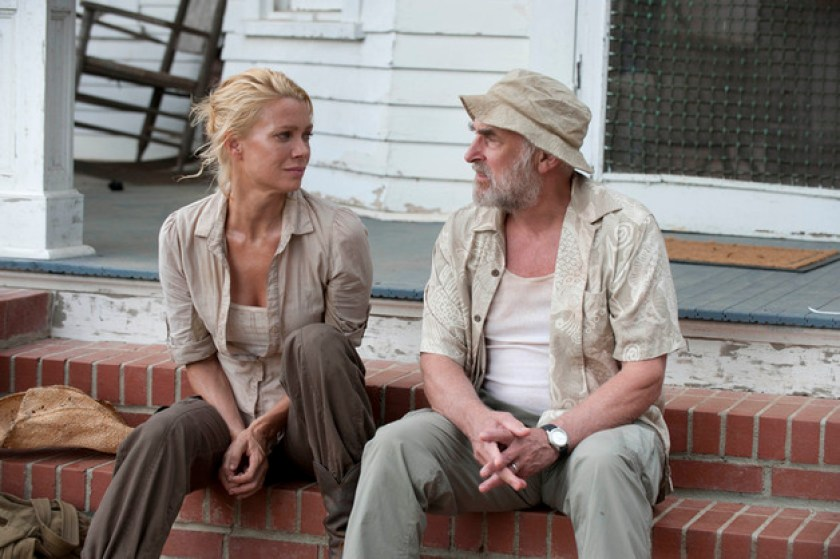 Andrea (Laurie Holden) and Dale (Jeffrey DeMunn)