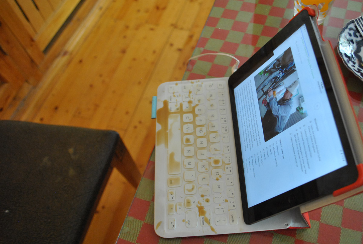 ipad with coffee spilled on the bluetooth keyboard and displaying a blog post