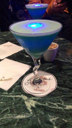 blue glowtini cocktail