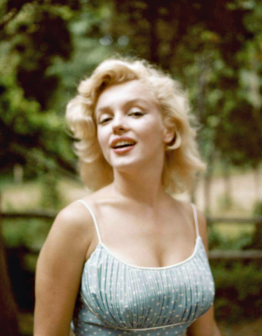 Marilyn photographed by Sam Shaw in the Summer of 1957.