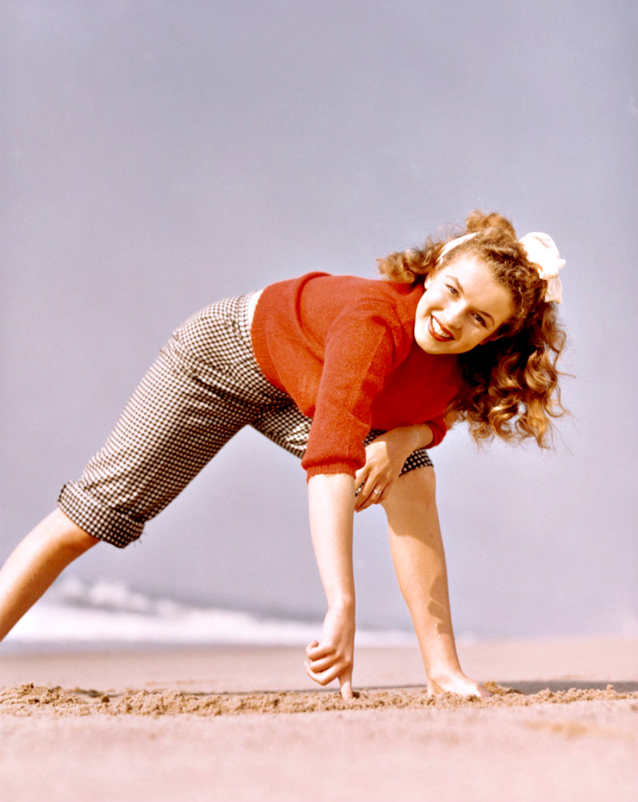 Marilyn by Andre de Dienes in 1945.