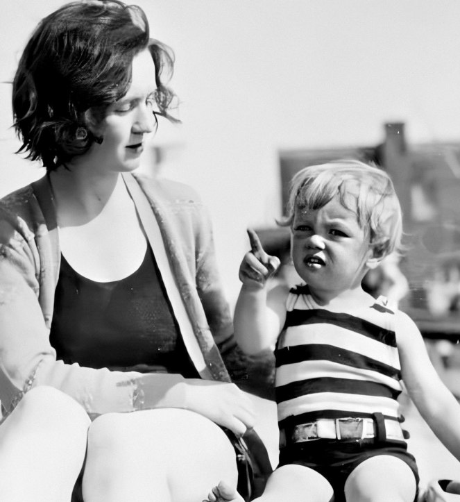 Gladys and baby Norma Jeane spend some quality time together on the beach in 1929.