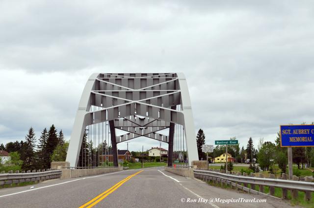 RON_3372-Bridge-over-Montre