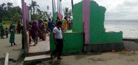 ফলকন মীরপাড়া জামে মসজিদ নদীগর্ভে