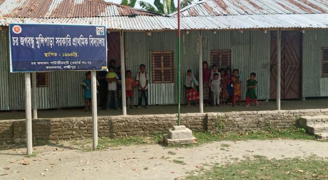 চর জগবন্ধু মুন্সিপাড়া প্রাথমিক বিদ্যালয়ে শিক্ষকরা মনমতো আসেন, ইচ্ছেমতো চলে যান