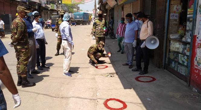 করোনা সংক্রমণ ঠেকাতে কমলনগরের হাট-বাজারে 'সামাজিক দূরত্ব চিহ্ন'