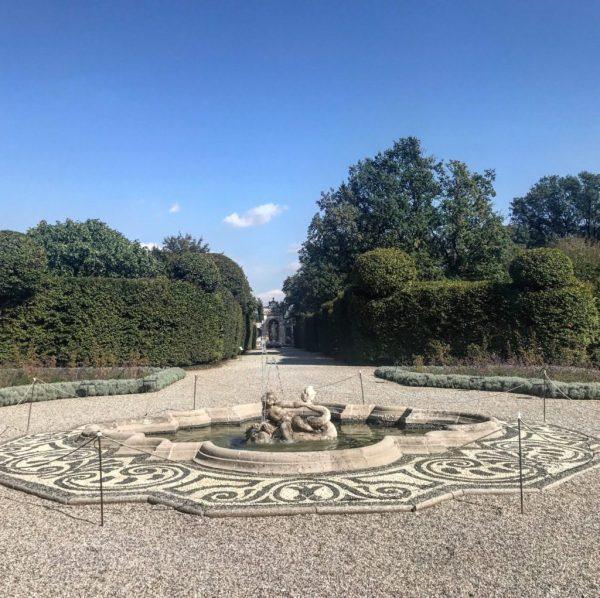 fontana a villa arconati