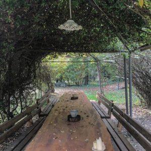 tavolone in giardino alla corte dei brut