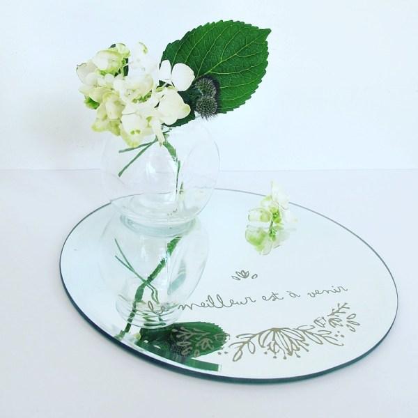 uno specchio bicacon fiori