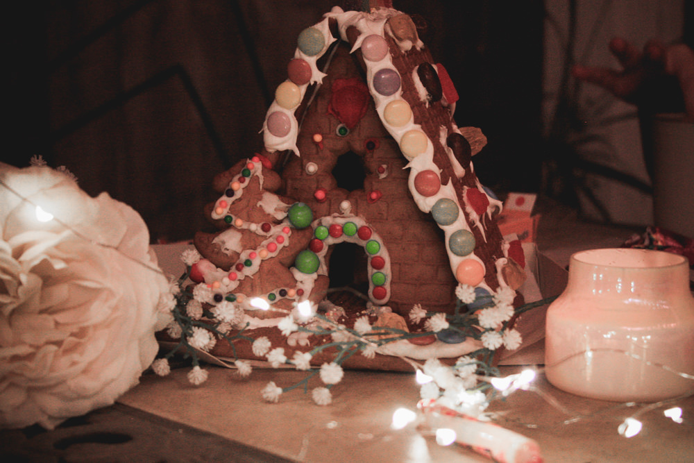 gingerbread houses and homemade apple cider | meg marie wallace | Christmastime | 2017