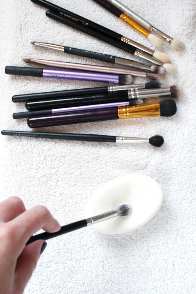 How to Clean Makeup Brushes (Cheap, Quick & Easy!)