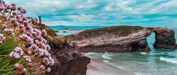 Un millón de visitantes podrían acercarse a la Praia das Catedrais en el 2021