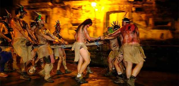 Laza, entre los carnavales más ancestrales, arranca con procesión de 'fachós'