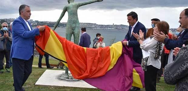 Inauguran el parque costero de Bastiagueiro en homenaje a Las Trece Rosas