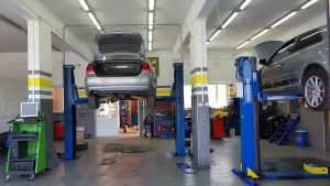 Mehanika Šeman priprema vozila za tehnički pregled
