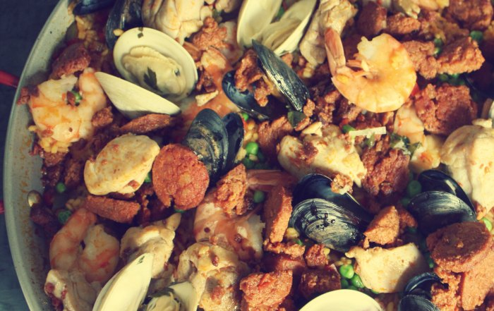 Quick Paella with Mussels and Shrimps - Mehr Saffron