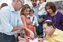 1 pat 2 10780238 - Filho recém-nascido de Patrícia Abravanel é circuncidado ao lado do avô Silvio Santos