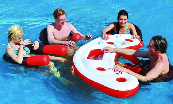 ce bar flottant pour piscine fait