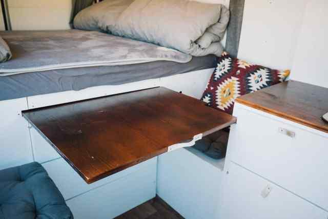 Kastenwagen Camper ausziehbarer Tisch Stufe 2
