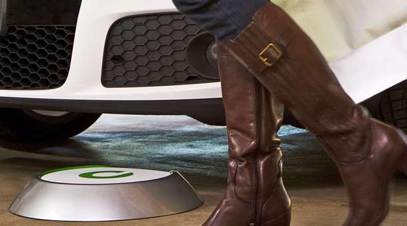 Symbolbild. Induktives Aufladen von Elektromobilen könnte in Wohngebieten eine sichere und bequeme Art für die Bewohner sein, um ihr Elektrofahrzeug aufzuladen. Hier ist das Parking Pad des Plugless Power System von Evatran zu sehen. Bildquelle: Evatran