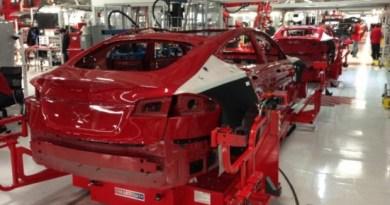 Dies ist eines der Exemplare des Elektroauto Tesla Model S in Rot. Bildquelle: Tesla Motors / Elon Musk
